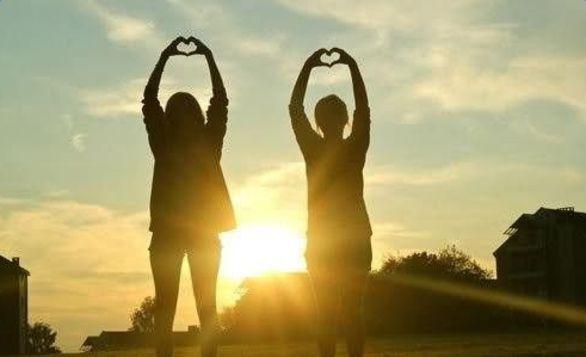 人生有你,阳光灿烂;人生有你,四季温暖;人生有你,不畏艰险;人生有你,期待永远。   如果爱上,就不要轻易放过机会,莽撞,可能使你后悔一阵子,怯懦,却可能使你后悔一辈子。   明明太在乎一个人,为何还要选择伤害?用攻击来试探底线,用伤害来索要关爱!回不去的曾经,无奈的任性,一份心碎,两人体会!