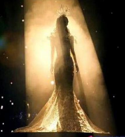 从第六届金鹰节开始,每届都会票选出一位女神,到现在已经有五位了.