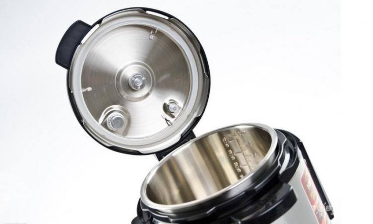 电压力煲内部由限压阀,浮子阀,压力开关,限温器,发热盘,防堵罩等零件