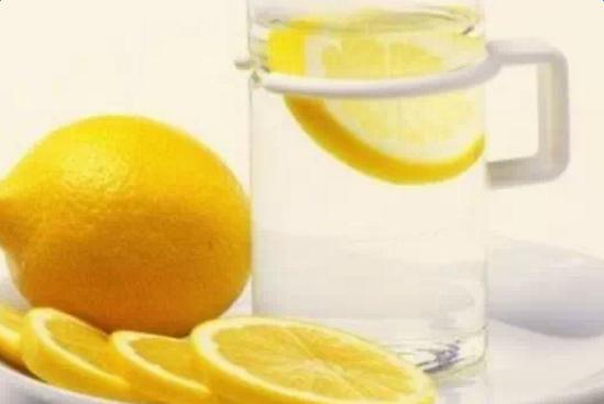 柠檬片泡水的方法_ 鲜柠檬片怎么泡效果好