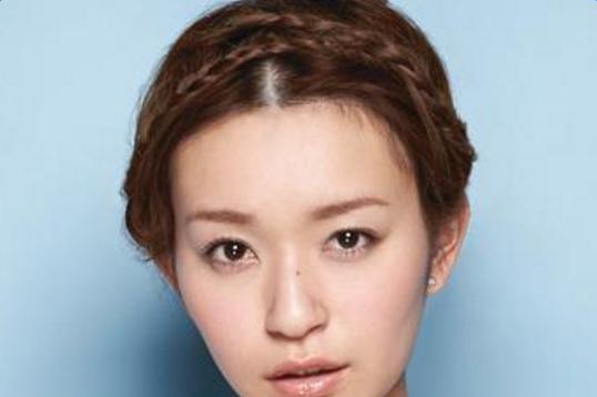 零基础最简单的盘头方法_简易的韩式盘头方法