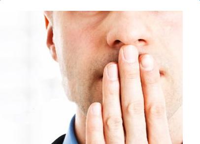 腋下异味的原因_职场人口腔异味的原因