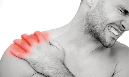 右肩膀酸痛是怎么回事 右肩膀酸痛是什么原因图片